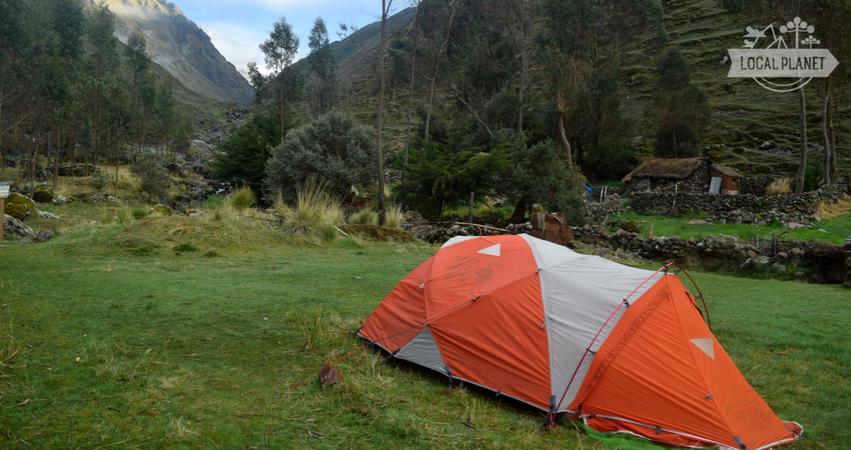 Com nossa barraca, acampando no Peru