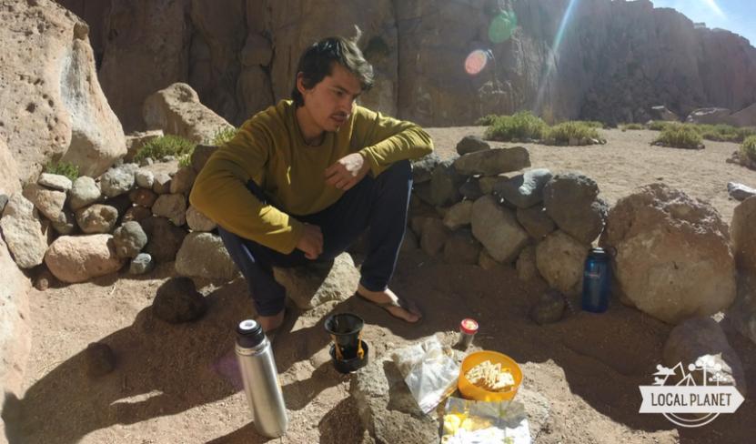 comendo no acampamento em Socaire, Chile