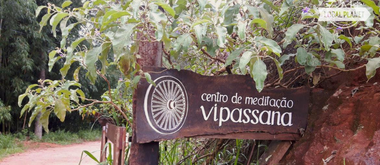 Entrada do centro de meditação Vipassana