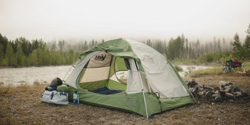 Barraca de camping com duas entradas de ar